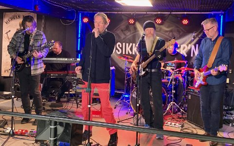 JULEROCK: Ole Puch and The Spiders under øving før julerocken 5. dag.