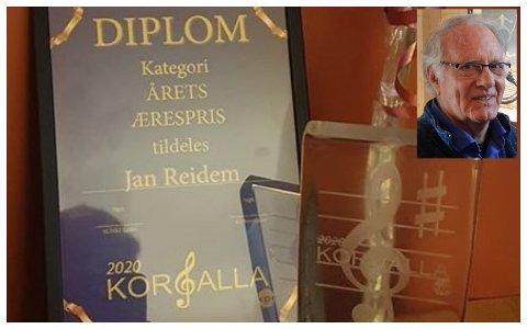 ÆRESPRIS: Jan Reidem mottok lørdag kveld ærespris under korgallaen på Hamar.