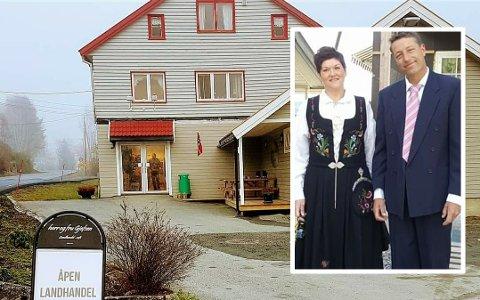 LEGGER NED: Herr og Fru Gjefsen i Bjoneroa avslutter driften av landhandelen. Terje og Monica Gjefsen klarer ikke å fortsette driften da Monicas helse må komme først.