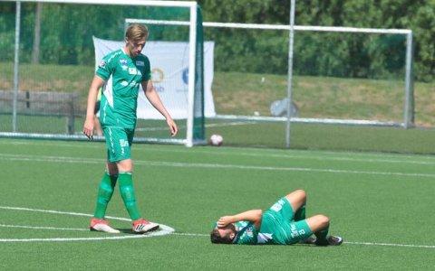 RYGGSKADE: Mathias Engebretsen måtte ut etter denne ryggskaden.
