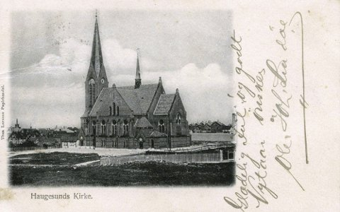 BYKIRKEN: Haugesunds kirke. Thea Larsens Papirhandel. Foto: Karmsund folkemuseums fotosamling