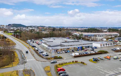 14 MÅL TOMT: Når massevaksineringen i Haugesund starter, blir det i det tidligere Ford-bygget på Svehaug. Eierne sier de vurderer både salg og videre leie av bygget.
