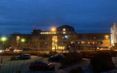 VIRUS: Flere er innlagt med Covid-19-smitte på lokale sjukehus. For tiden er ti på Haugesund sjukehus.