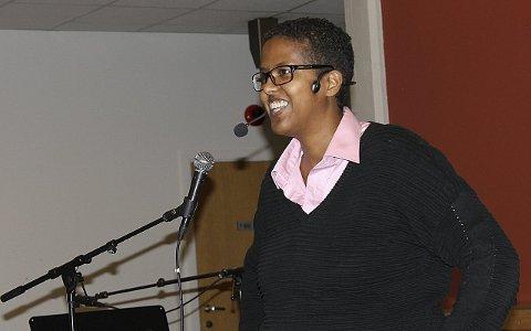 Engasjerte: Forfatter og foredragsholder Amal Aden, opprinnelig fra Somalia engasjerte med sine opplevelser fra livet som enslig mindreårig asylsøker i Norge og hvordan hun opplevde kontakten med blant annet barnevern. foto: bjørn inge aufles