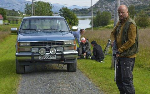 Norsk drama: Hallvard Holmen har skrevet manuset til kortfilmen «Hunden» sammen med Aleksander Nordaas, her på innspillingen i Vestvågan.  alle foto:Ane Mørk