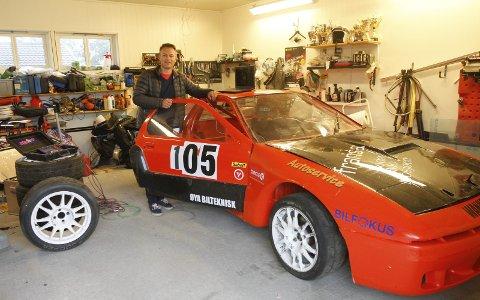 GARASJEPROSJEKT: Jan Erling Saue gjør comeback i bakkeløp med sin Mazda RX7. Han har mekket på bilen det siste året i garasjen på Olderskog.  Foto: Per Vikan