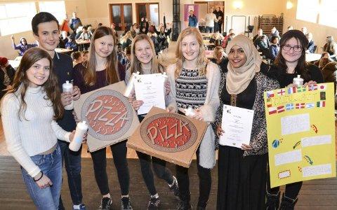 VINNERGLIS I MENGDER: Disse sju, blide sjelene vant fram med sine ideer til årets Ungfest. Nå blir det elevbedrift ut av innsatsen på innovasjonscampen. På bildet ser du Petra Louisa Thorberg (15), Markus Hardy (15), Anja Sundelin Aagesen (14), Monica Jankila (14), Muna Ahmed (15), Ronja Lindbach (14) og Viktoria M. Sara (14).ALLE FOTO: KENNETH STRØMSVÅG