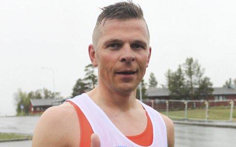 RASKEST IGJEN: Langrennsløperen Daniel Strand noterte seg sin nest beste tid noensinne på Sandfalljoggen på tirsdag. Foto: Rolf Rantala