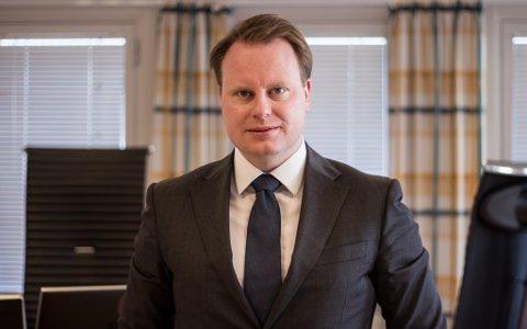 KRITISK : Advokat Hans Arne Nysæter er kritisk til politiets håndtering av voldshendelsen i Vardø for to uker siden.