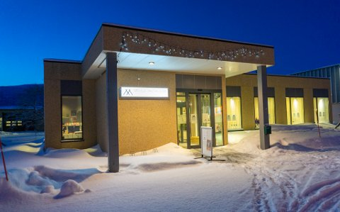 MIDT I SMØRØYET: Lokalisert midt i sentrum er Samisk språk- og kultursenter lett å finne for turister som passerer igjennom Lakselv.