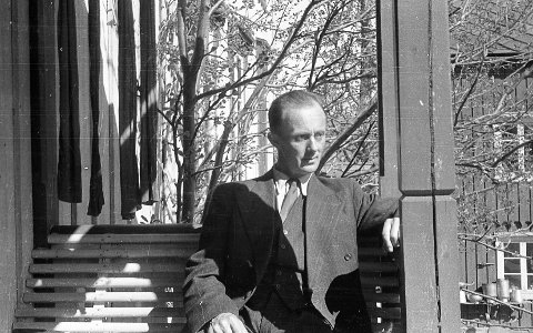 HEGRA: Her er Ivar Sælø avbildet på Hegra i Trøndelag i 1945. De ble evakuert dit under krigen.