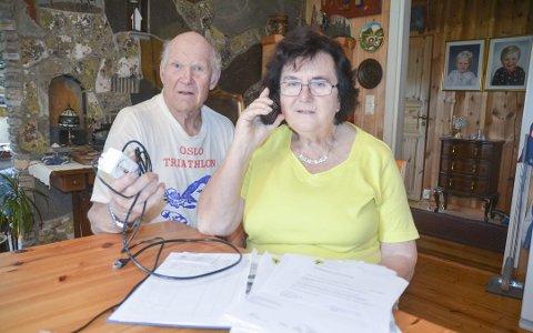 Ekteparet Einar og Vivi Berger fortviler over at de er uten fasttelefon, som benyttes for oppkobling til internett.
