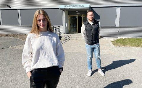 YTER LITT EKSTRA: Koronavert Hanna Lundgren og miljøveileder Fredrik Tømte ved Bjørkelangen videregående skole bidrar til at elevene kommer seg gjennom oppløpssida i utdanningsløpet i koronakrisa på en best mulig måte.