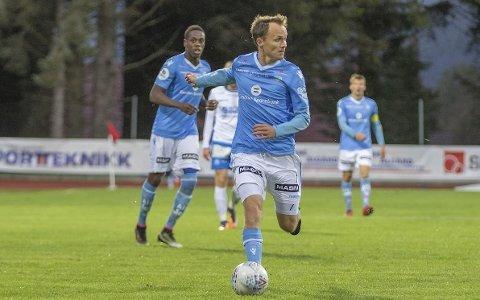 TAMPEN PÅ KARRIEREN: Vidar Nisja i fint driv for Sandnes Ulf, som var hans siste klubb i løpet av en 15 år lang og innoldsrik karriere. Nisja la fotballen på hylla høsten 2018.