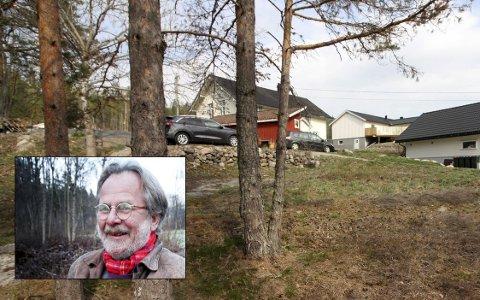 STERKE FØLELSER: Fred Nordseth (innfelt) eier det hvite huset bak det røde uthuset. Han liker dårlig at det skal bygges til venstre i bildet.