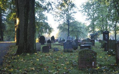 «GOD KAPASITET PÅ GRAVPLASSER»: Ved å innføre 50 prosent egenandel på kremasjons-utgiftene, vil Holmestrand kommune kunne spare 400.000 kroner i året. ILL. FOTO: NTB