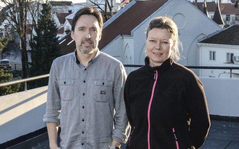 KULTURSKOLEN: Rektor Thomas Moen og Lise Bottolfs  oppfordrer unge talenter i Kragerø om å søke på Drømmestipendet, som er på 10.000 kroner.