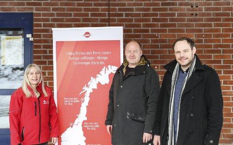 Jobbverksted: Nav Kragerø arrangerer jobbverksted på Kragerø læringssenteret. På bilde f.v. veilederne Vårin Lotternes, Petter Helge Hareide og Nav-leder i Kragerø Håvard Dahl Haugan.