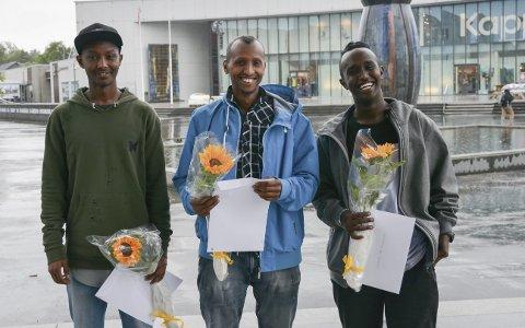 AVGANGSKLASSEN: Mohambi Faratol (f.v.), Abdirisaq Omarmacow og Ajaanle Ahmed Abdi utgjer årets avgangsklasse på Vaksenopplæringa.