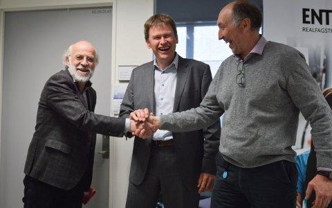 Inngår avtale: Det var en fornøyd gjeng som ristet hender torsdag etter å ha signert en samarbeidsavtale. Fv: HSN-rektor Petter Aasen, adm.dir. på Semcon Devotek, Hans Petter Havdal og Baard Røsvik, Semcon Devotek.