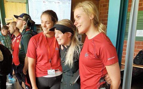 THRILLER: De norske damene vant VM-gull i lagskyting 60 liggende 50 meter med 2,2 poengs margin foran Kina. - Det kom noen gledestårer da det var klart, forteller Katrine Aannestad Lund. Fra venstre: Jeanette Hegg Duestad, Oda Løvseth og Katrine Aannestad Lund