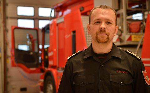 SKAL UNDERSØKE: Rune Toverud, avdelingsleder beredskap, Kongsberg brann og redning forteller at P-hus-brannen i Stavanger er en påminnelse og at de nå tar en gjennomgang av sikkerheten i lokale parkeringsanlegg.