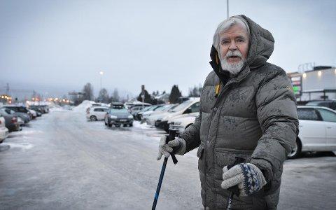 STILLER SPØRSMÅL: – Jeg betalte 50 kroner for å stå parkert, og da må de jo forstå at jeg ikke mente å parkere uten å betale for meg, sier Hogne Vindenes.