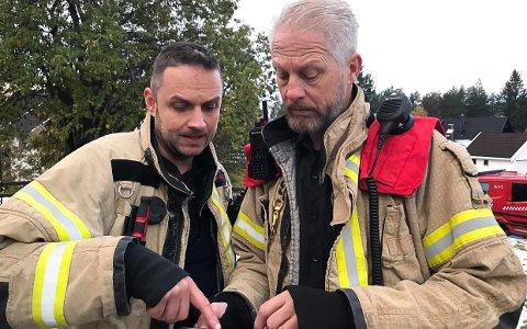 Rykket ut: Brannvesenet rykket ut til en enebolig på Gamlegrendåsen torsdag morgen. Heldigvis gikk det bra denne gangen. F.V: Rune Kvalvik og Jan Ole Myhra i Kongsberg brann og redning.