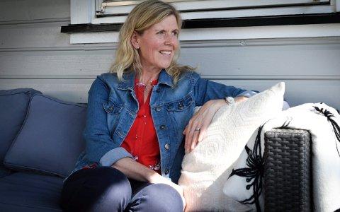 Kan redde liv: Isteden for å ensidig kommunisere sosial distanse, er det viktig å kommunisere sosial støtte. Slik redder vi også liv, sier Mona Sommer, forsker på psykisk helse på Universitetet i Sørøst-Norge.