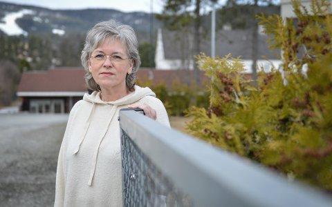FÆRRE BRUKERE: Anita Skullestad, daglig leder ved Kongsberg krisesenter skriver i årsmeldingen at de mottar midler utenfra som de bruker på brukerne.