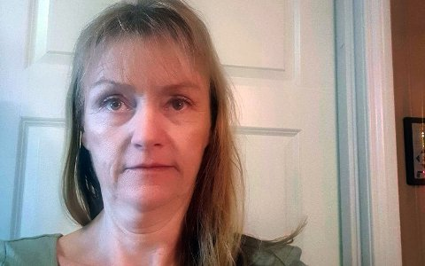 TILLIT: Mona Risan som er tillitsvalgt for Parat i Kongsberg kommune, oppfordrer medlemmene til å vaksinere seg og ha tillitt til myndhigetenes vurderinger. Selv har hun tatt den mye omtale AstraZeneca-vaksinen.