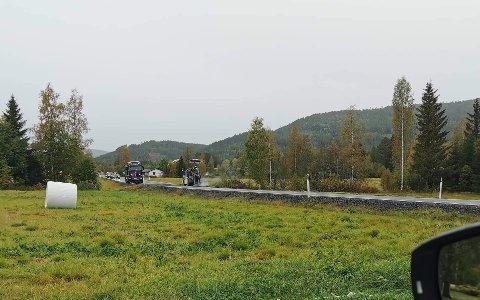 ASFALTERING: Nå blir det mindre bråk for naboene som bor langs veien. Bildet er tatt fredag.