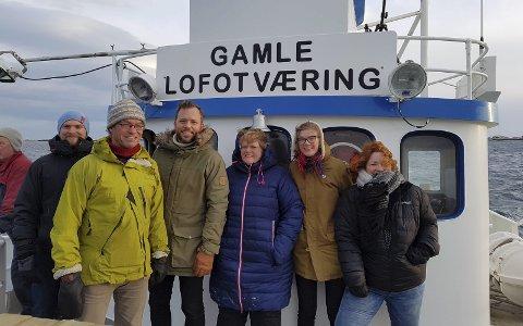 Står sammen: Seks partier tok turen til Røst for å vise front mot konsekvensutredning og for oljefritt LoVeSe.Foto:PResse