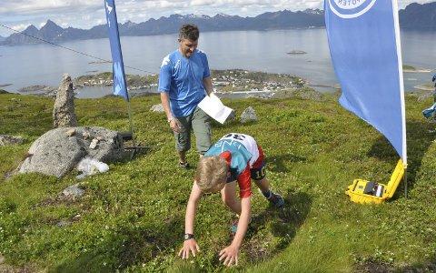 Skrovafjellet opp: William Fjellheim Ulriksen kastet seg over målstreken etter solid innsats opp Skrovafjellet i fjor.Foto: Henning Johnsen