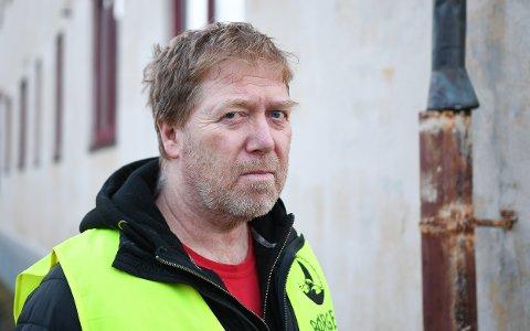 Skuffet: Børge Høyvik er verneombud ved Gimsøy skole og svært skuffet over at ny skole trekker ut i tid.