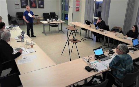 Kommunedirektør Sterinar Sæterdal tilbakeviste påstander om trenering i formannskapet tirsdag. Teknisk sjef Øystein Solaas svarte på klage på hans etat.