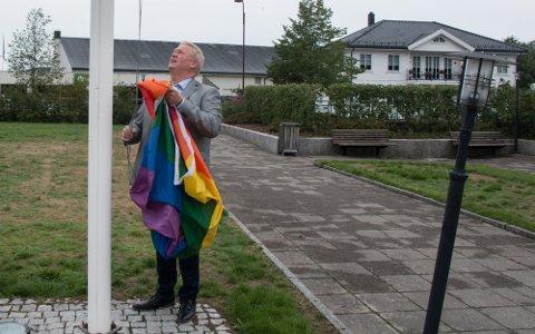 REGNBUEFLAGGET: Jab Kristensen (H) har høstet mye ros for sin konsekvente støtte til lesbiske og homofile.