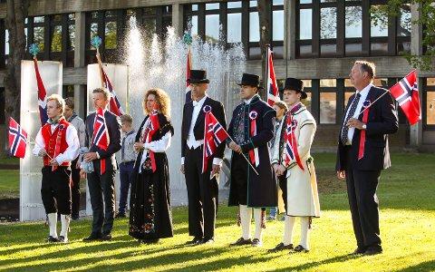 17. mai i Moss 2016. 17. mai-komiteen samlet ved Rådhuset.