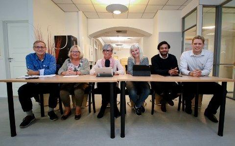 NYE KOSTER: Det nye styringsflertallet vil styrke eldreomsorg og Tjenester for funksjonshemmede. F.v.: Eirik Tveiten (Rødt), May Hansen (SV), ordfører Hanne Tollerud (Ap), Benedicte Lund (MDG), Shakeel Rehman (Ap) og Jonas Sjolte (MDG).