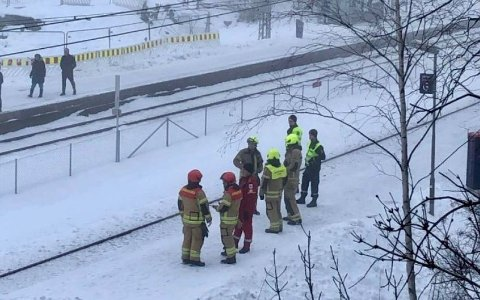 Østfoldbanen ble stanset da toføreren trodde han hadde kjørt på personer i sporet.
