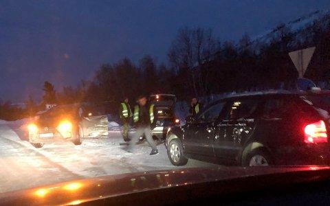 KOLLIDERTE: To personbiler kolliderte her i krysset E6/Fv 857 på Heia i Balsfjord lørdag ettermiddag.