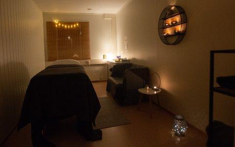 ROLIG ROM: Lyset er dempet og rommet er innredet for å skape ro.