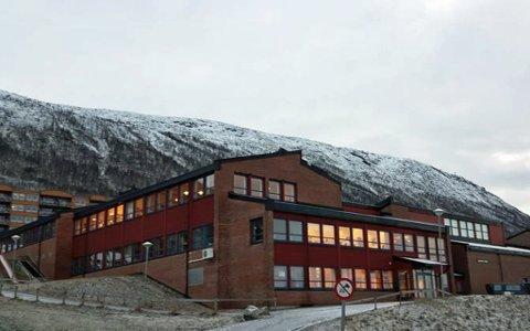 STENGTE SKOLEN: Flere personer ved Lunheim skole har testet positivt for korona. Skolen er stengt denne uken.  Foto: Tromsø kommune