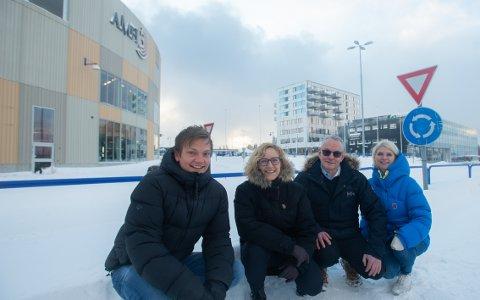 IMPONERTE: Thomas Johnsen, Hege Vigstad, Stig Bergheim og Siv Furøy er imponerte over næringsutviklingen og utbyggingen i Finnsnes.