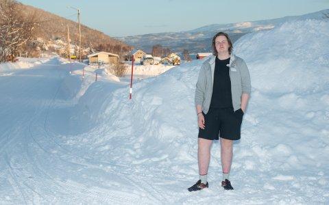 GODT POLSTRET: - Jeg fryser ikke noe, så hvis jeg hadde gått rundt og frosset, så hadde jeg kledd på meg. Det er ikke ofte at jeg er forkjølt, ikke hver vinter, og ikke noe mer nå når jeg går i shorts. Jeg er nok bare varmblods og godt polstret, forteller Kjetil Ringstad.