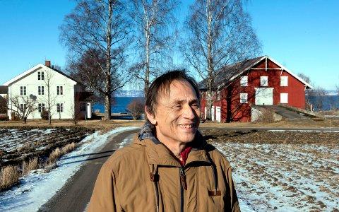 Audun Myskja og kona Reidun ønsker å starte et nytt senter for livshjelp på Nordre Ekeren i Totnvika. - Her ønsker vi å bosette oss og bli gamle, sier den kjente legen, forfatteren og musikeren.