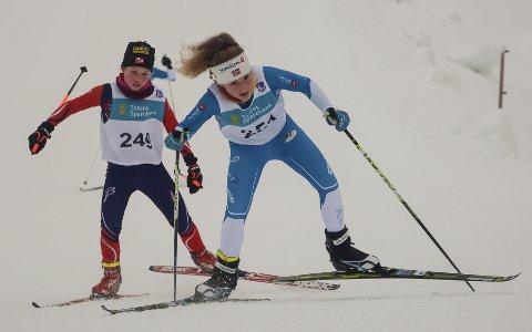 Ruby Serrouya fra Lillehammer foran Martine Imerslund Harefallet fra Østre Toten Skilag.