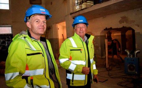 BOLTREPLASS: Designverkstedet blir en del av NTNUs lokaler i Mustad Næringspark. Ivar Johansen (t.v.) og Terje Solheim i Mustad viser her fram lokaler som er under rehabilitering for utleie til NTNUs institutt for design i det tidligere fyrhuset.