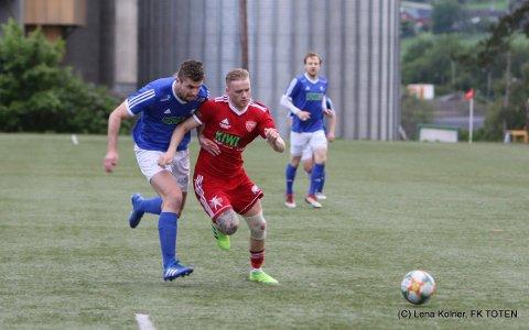Thore Ulstein scoret to mål da FK Toten slo Ridabu 4-0 og befestet sin posisjon på toppen av 4. divisjonstabellen.