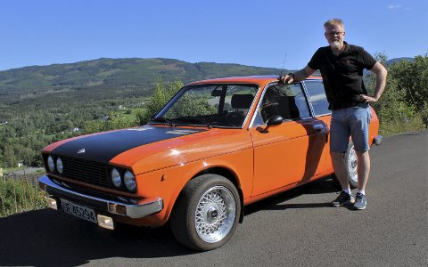KJØRER UNGDOMSBILEN: Nå har Arve Vassbotn endelig fått bilen slik han drømte om at den skulle være da han kjørte den som hverdagsbil på 1980- og 90-tallet. Foto: Petter Skoglund